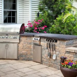 grill and outdoor kitchen